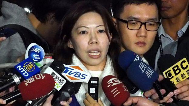 台湾桃园市机师工会理事长李信燕在台北出席劳资协商后会见记者(9/2/2019)