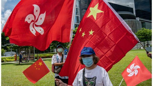 支持《国安法》的人认为,法例可以止暴制乱,让香港重回正轨。