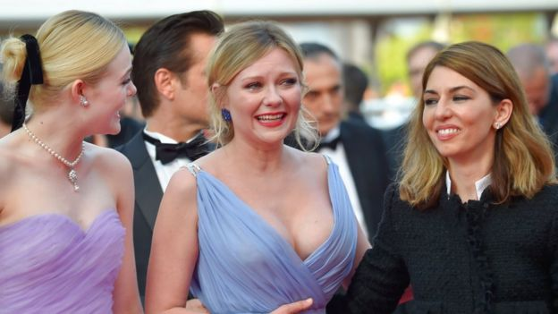 Kirsten Dunst crying on the red carpet