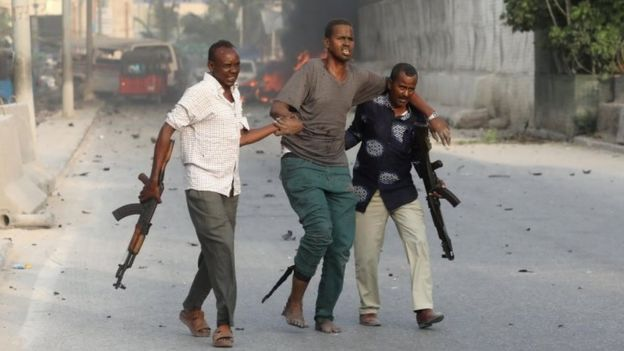 Somali security officers evacuate an injured man in Mogadishu. Photo: 9 November 2018