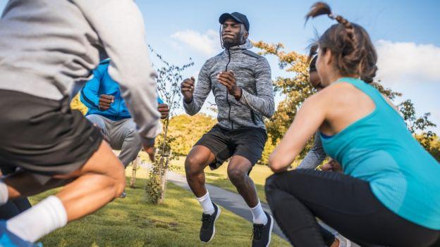 Gente que hace ejercicio