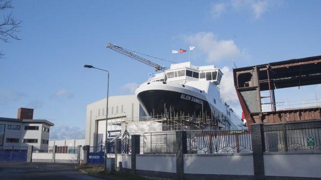 Ferguson shipyard could be nationalised amid ferry row - BBC