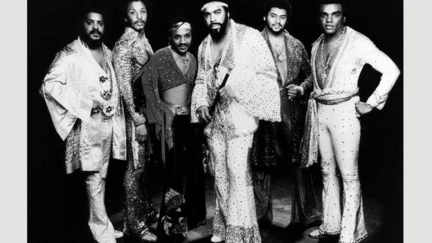 """سجل فريق """"ذا آيزلي برازذرز"""" النسخة الأولى من أغنية """"كافِح السلطة"""" في اليوم نفسه الذي سجل فيه أغنيته """"هارفيست فور ذا وورلد"""" (الحصاد للعالم) التي كرسها لمحاربة الفقر"""