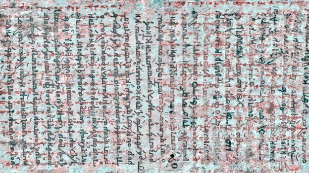 Aquí se ve en una dirección, los escritos religiosos, y en otra, los de Arquímedes.
