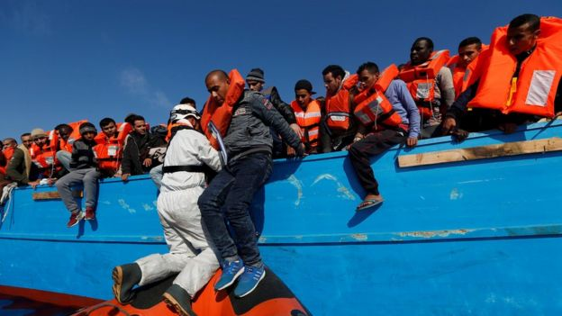 İtalya'da kurtarılan göçmenler