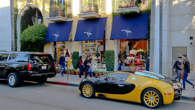 فروشگاه مرکزی بیژن در بورلیهیلز در حاشیه شهر لسآنجلس قرار دارد