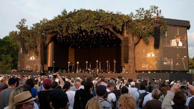صحنه اجرای موسیقی باب دیلن در هایدپارک