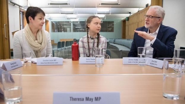 Greta Thunberg junto a Caroline Lucas y Jeremy Corbybn