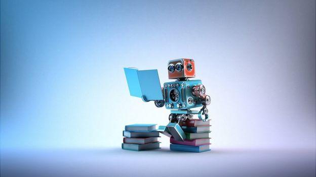 robot estudiando