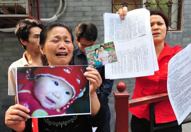 一名河南女士称她的孙女在2008年三聚氰胺丑闻中死亡。(资料图片)