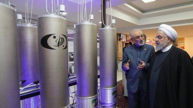 الرئيس الإيراني حسن روحاني ووزير خارجيته محمد جواد ظريف