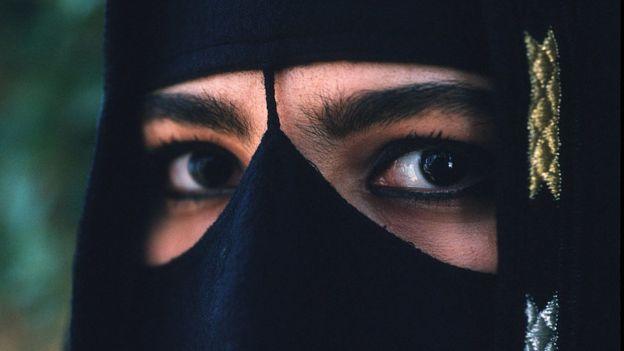பெண்கள் தனியே பயணிக்க சௌதி அரேபியாவில் அனுமதி