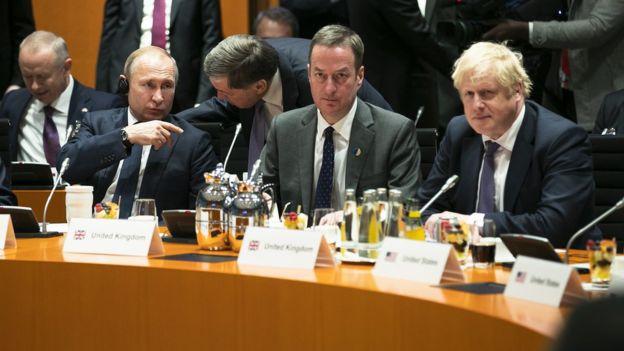 Владимир Путин и Борис Джонсон во время саммита