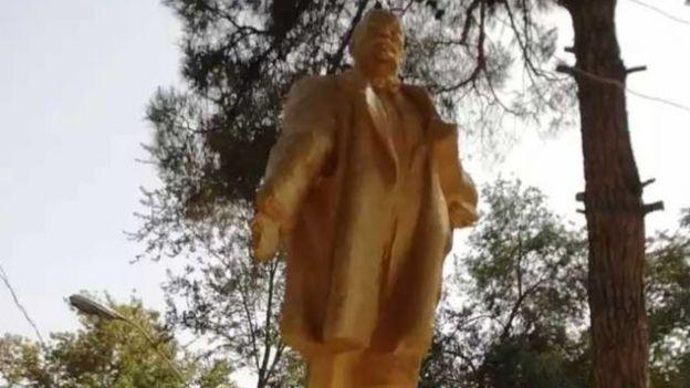 Altın rengine boyanan Lenin'in eli restore edildi