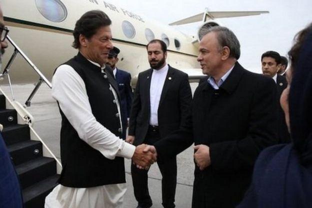 آقای خان در اولین سفرش به ایران در اردیبهشت سال جاری به عنوان نخست وزیر پاکستان ابتدا به مشهد رفت