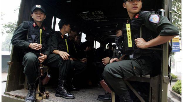 Công an có vũ trang bảo vệ APEC 2006