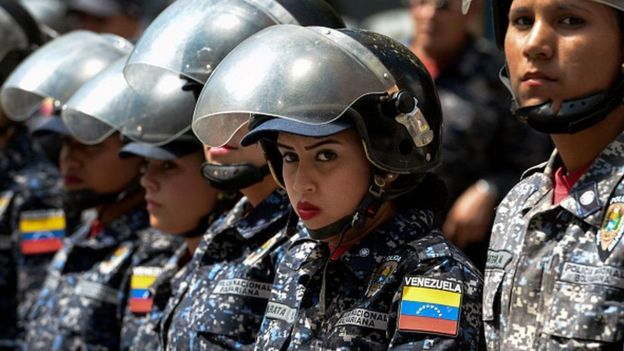 Miembros de la guardia bolivariana.