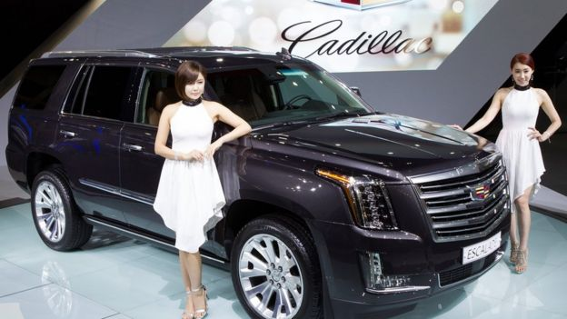 Một chiếc xe Cadillac Escalade trưng bài ở Seoul - hình chỉ có tính minh họa