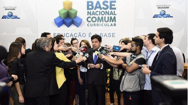 Ministro da Educação, Mendonça Filho, na entrega do documento da Base Nacional Comum Curricular, em abril