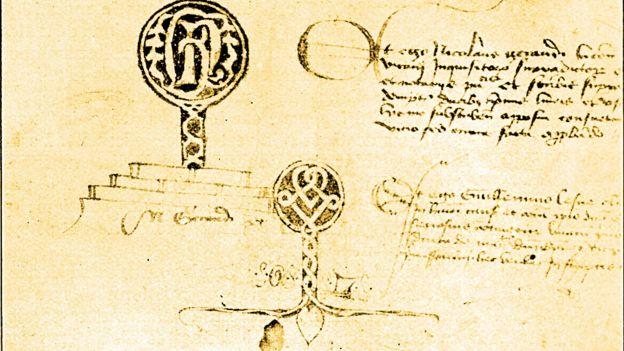 Assinaturas de tabeliões no documento com as acusações contra Gilles de Rais, no arquivo de Loire-Atlantique