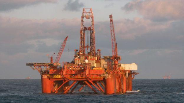 Plataforma de petróleo no mar da Noruega
