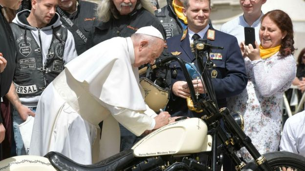 Папа и мотоцикл
