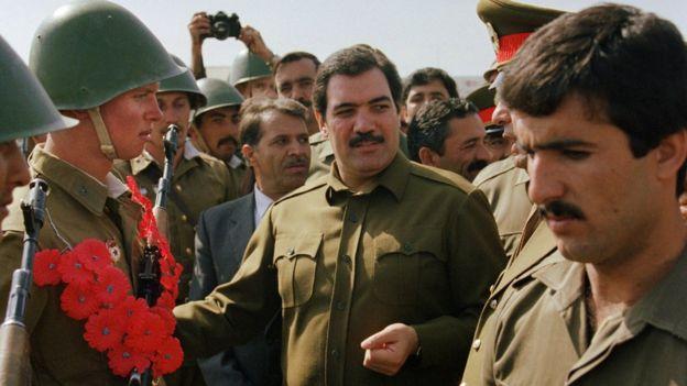 আফগানিস্তানে রেড গার্ডদের সাথে প্রেসিডেন্ট নজিবুল্লাহ