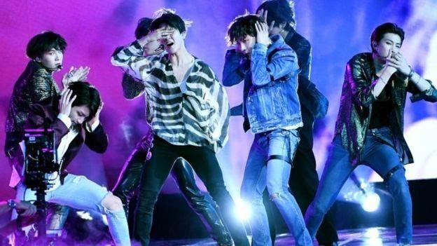 Band K-pop, BTS, di peringkat atas tangga lagu AS.