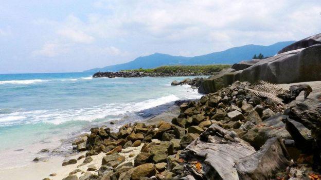 据报道,在塞舌尔岛上埋藏着价值 1 亿英镑的海盗宝藏