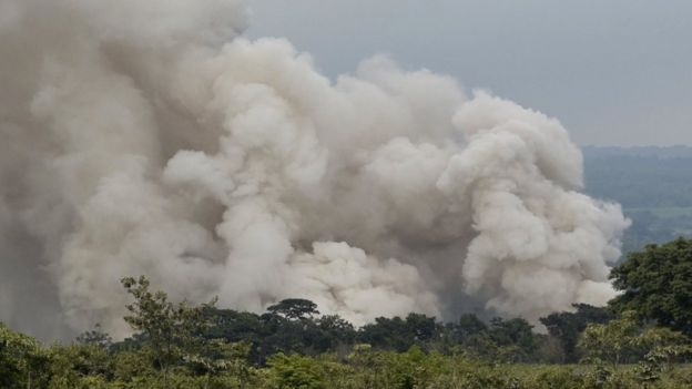 A column of smoke in the volcano of Fuego