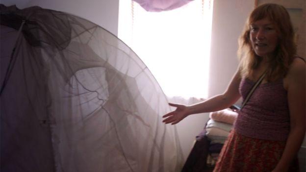 Velma muestra su jaula Faraday