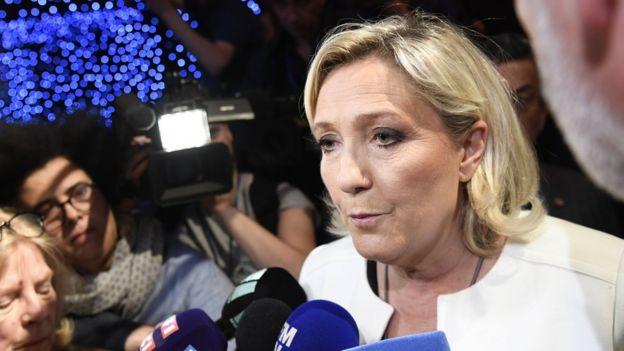 """حزب """"گردهمایی ملی"""" خانم لوپن از حزب آقای مکرون پیشی گرفته است"""