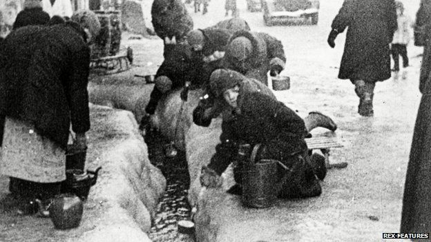 Woman forage for water in besieged Leningrad