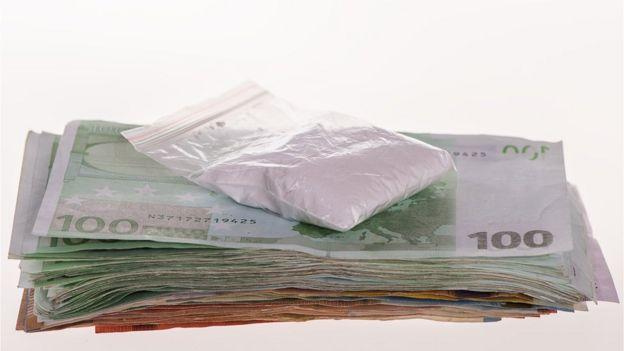 Cocaína e notas de euros