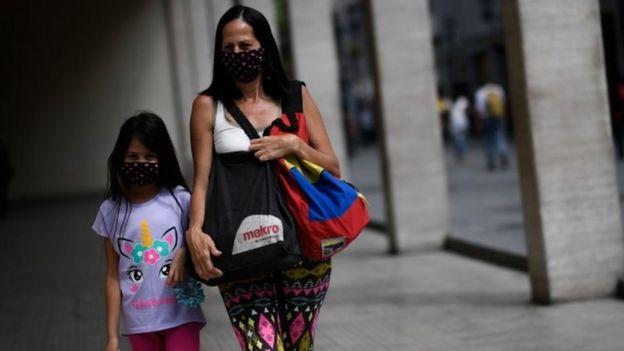 Venezuela ha reportado menos casos que sus vecinos Colombia y Brasil