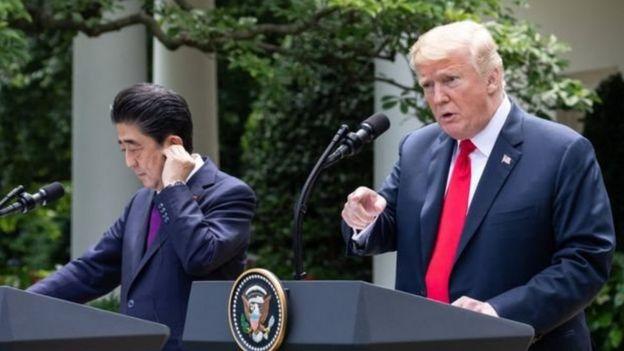 شینزو آبه، نخست وزیر ژاپن با دونالد ترامپ رابطه گرمی دارد