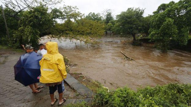 Grandes eventos atmosféricos y desastres naturales - Página 3 _98167656_gettyimages-858030042