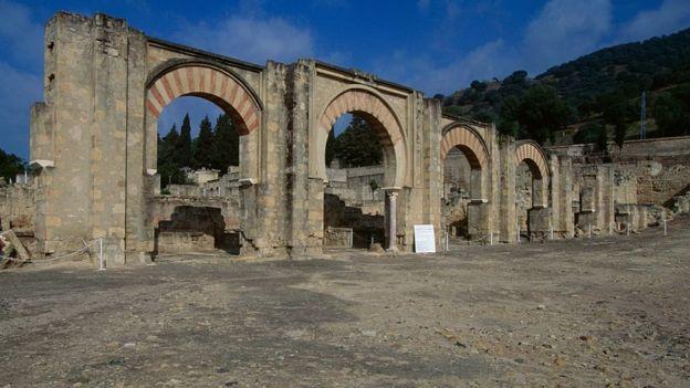 Arcos das ruínas da medina