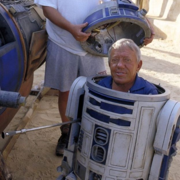 Lucas and Hamill lead tributes to Kenny Baker, Star Wars R2