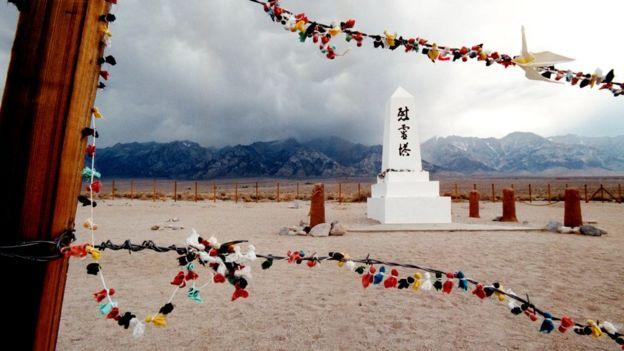 Memorial en honor a los ciudadanos estadounidenses de origen japonés.