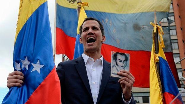 خوان گوآیدا که روز چهارشنبه خود را رئیسجمهور اعلام کرد تا سه هفته پیش چهره معروفی نبود و در زیر سایه چهرههای معروفتر مخالفان به سر میبرد