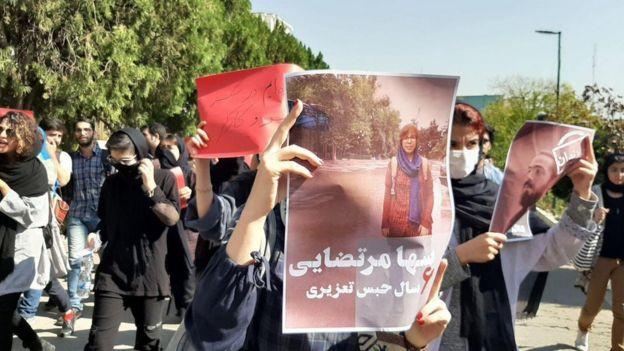 روحانی در سخنرانیاش به برپایی این اعتراض و بازداشت فعالان دانشجویی اشارهای نکرد.
