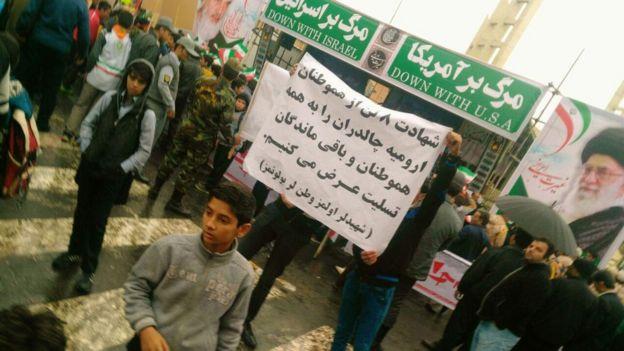 این تصویر را یکی از مخاطبان بیبیسی از راهپیمایی سیزدهم آبان در زنجان فرستاده است