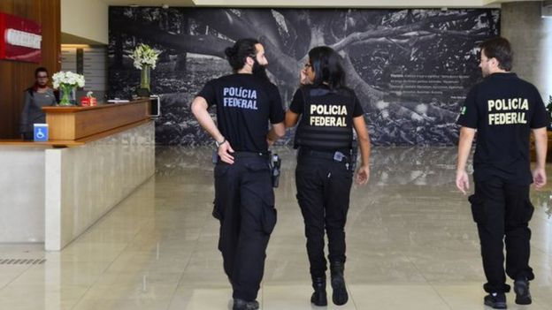 Polícia Federal em prédio da Odebrecht em fevereiro de 2016