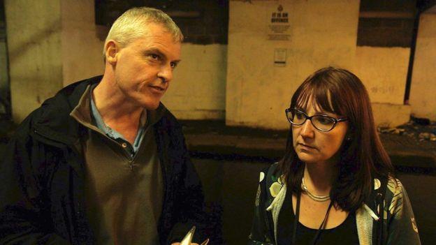 Fergal McCullough y Hayley Speed de The Men's Room en Manchester, Reino Unido.