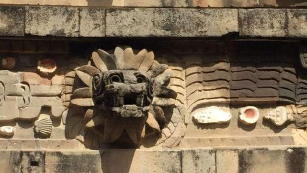 Estátua de Quetzalcoatl