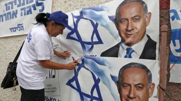 Woman puts up campaign posters for Benjamin Netanyahu in Beersheba (15/09/19)
