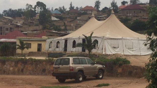 Baadhi ya makanisa yamekuwa yakifanya ibada kwenye mahema