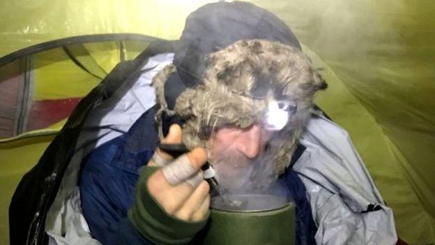Борге Усланд завтракает у Северного полюса