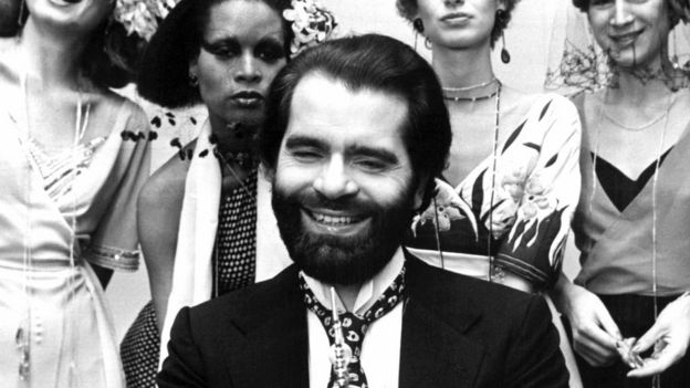Taken on November 29, 1973 shows German fashion designer Karl Lagerfeld posing with models after receiving an award in Krefeld, western Germany